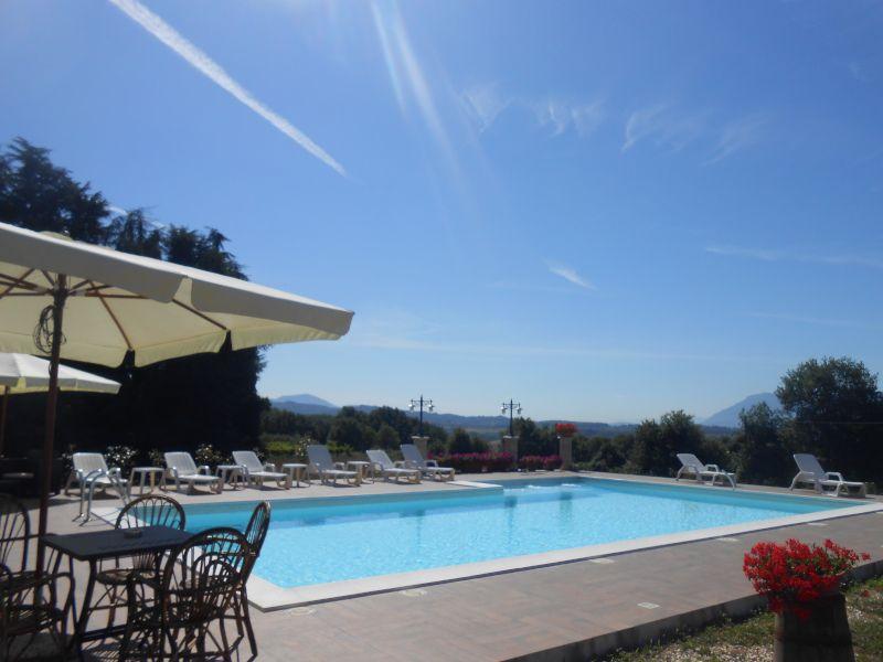 https://www.agriturismogrottabiscia.it/immagini_pagine/1941/piscina-3347-600.jpg
